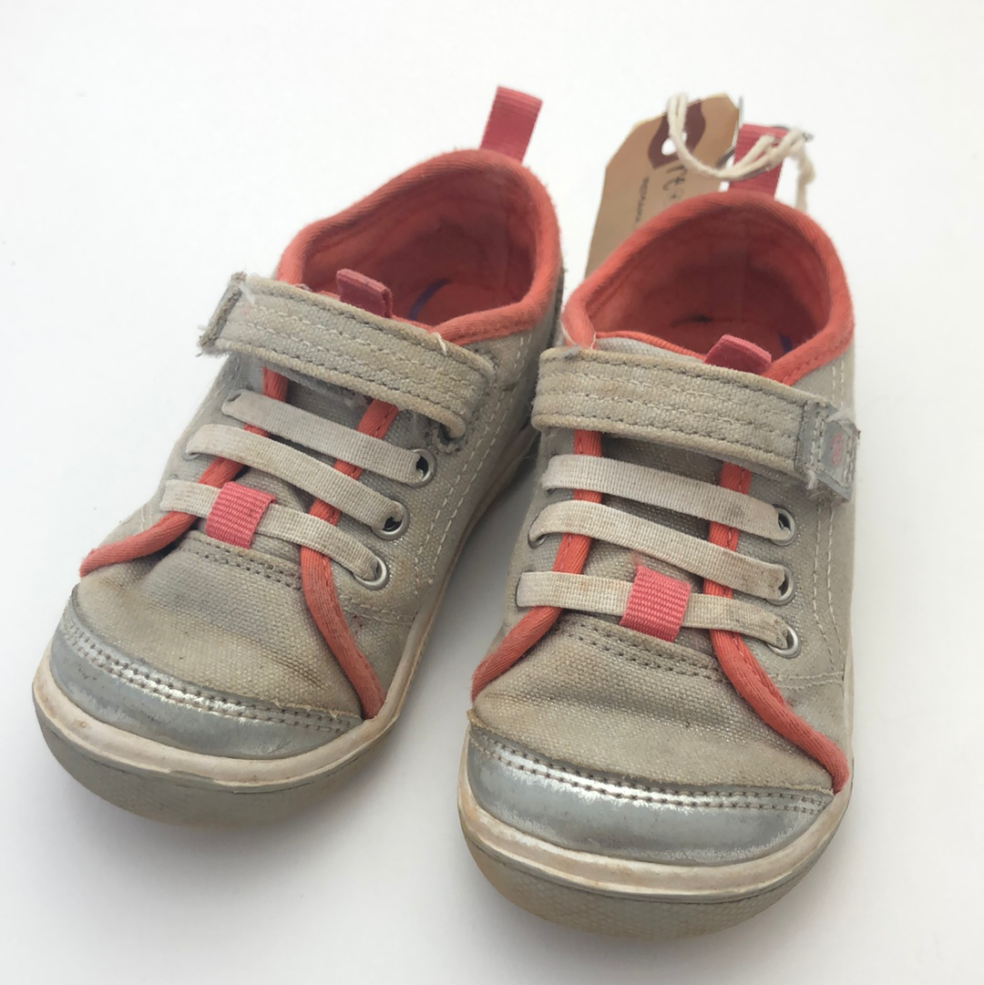 C7 Wide Stride Rite Made2Play Silver & Coral Dakota Shoes