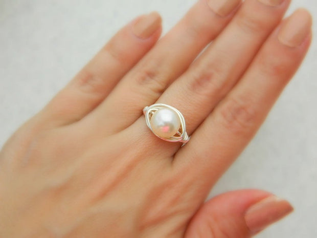 Swarovski Pearl Ring. Pearl Ring. White Beige Bridal Jewelry Rings, Wedding Rings. Anillo de Perla