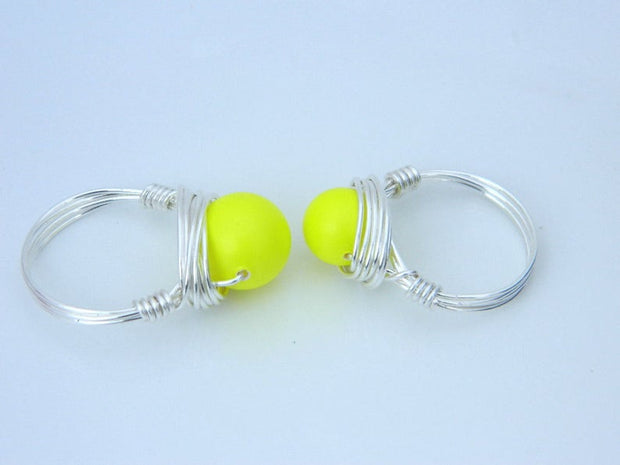 Neon Yellow Swarovski Pearl Ring. Pearl Ring. Jewelry Rings. Bright Yellow Rings. Anillo de Perla