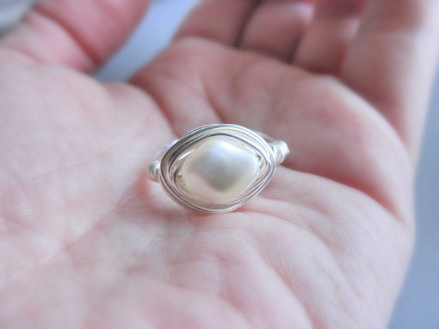 Swarovski Curved Pearl Jewelry Rings, White Ring. Wedding Ring. Bride Bridal Rings, Anillo de Perla