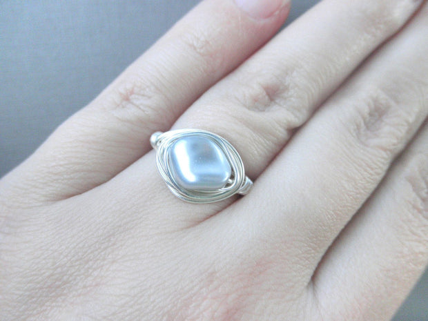 Light Grey Swarovski Pearl Ring. Wire Wrapped Ring. Classic Pearl Ring, Swarovski Ring, Anillo Gris