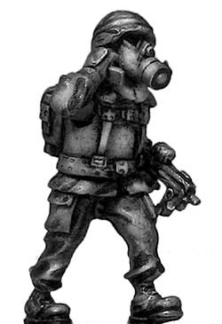 (100MOD032) German Bundeswehr radioman/gasmask with MP7