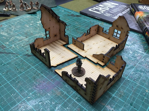 (BAL1004) Village House 1 Ruin 28mm