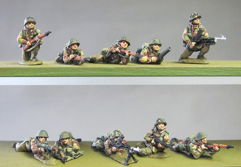(INB22) Infantry squad, windproofs, kneeling and prone