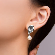 Load image into Gallery viewer, Capri Pearl Studs - Silver
