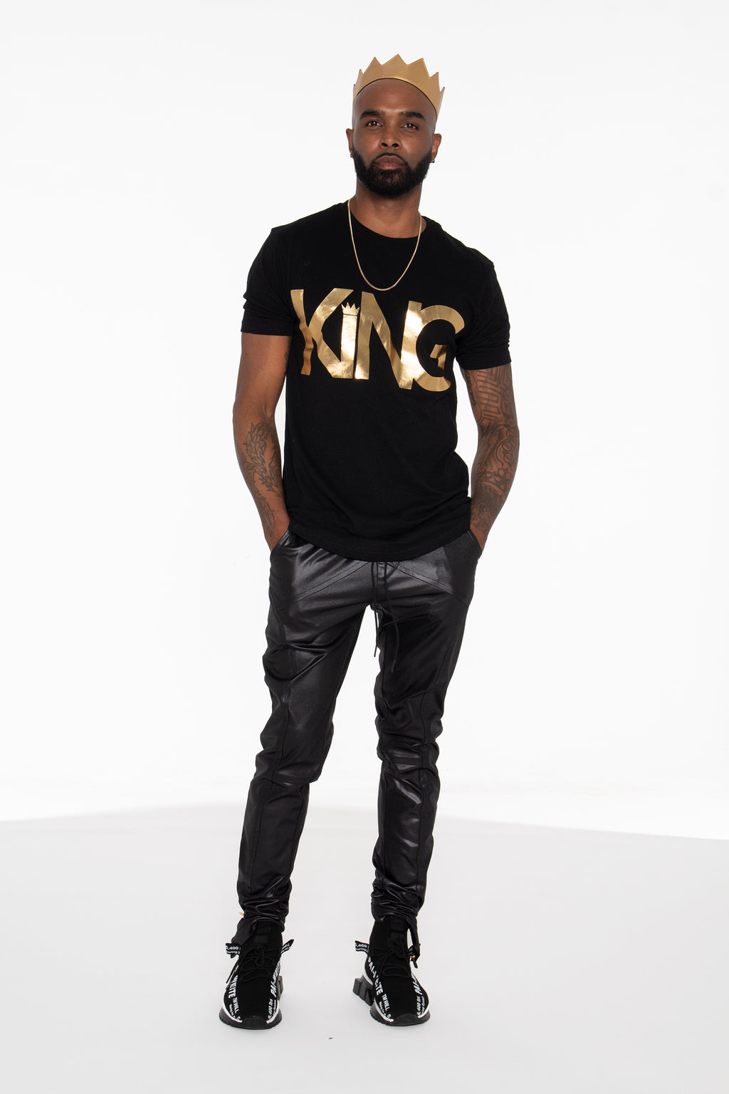 (PRE-ORDER) KING Curved Hem Graphic T-Shirt (Gold) - pacorogiene
