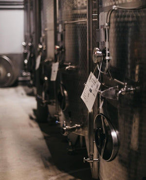 How the wine is stored; steel barrel that regulates the internal temperature