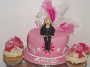 "Personalised 6"" cake and 6 cupcakes"