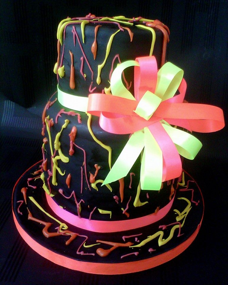 Teen neon and black cake