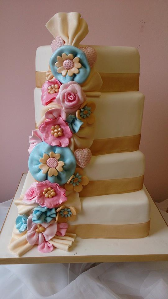 Vintage crafty ruffle wedding cake