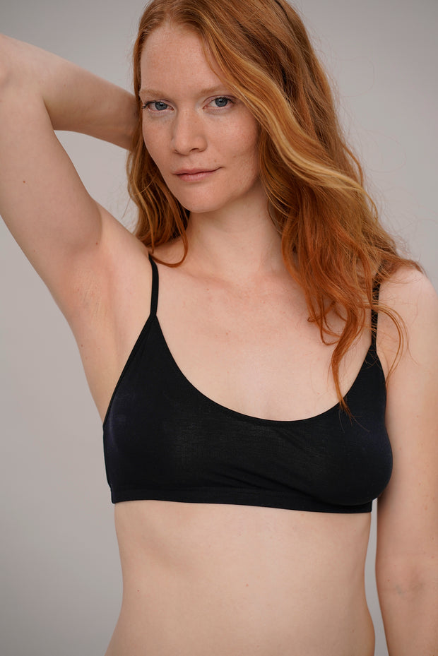comfortable bandeau bra in black
