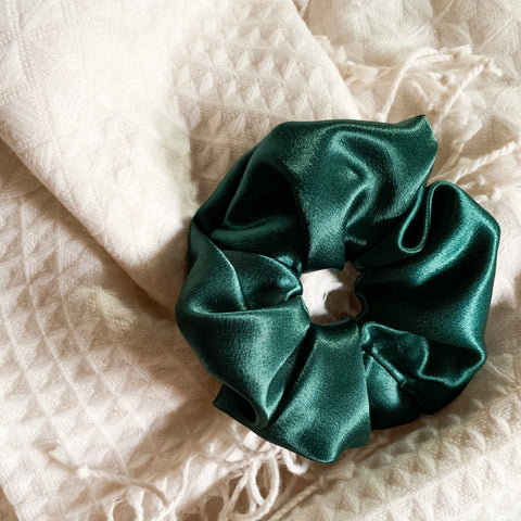 EMERALD SCRUNCHIE
