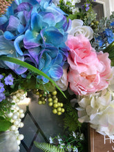 Load image into Gallery viewer, Hydrangeas & Roses Wreath.