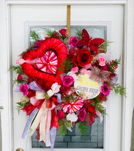 Load image into Gallery viewer, Love Wreath