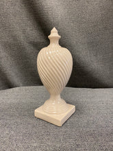 "Load image into Gallery viewer, 11.5"" ceramic finial"