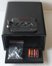 Load image into Gallery viewer, Hollon Pistol Safe PB10