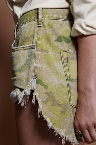 CAMO MID WAIST LE WOLVES MID LENGTH DENIM SHORT