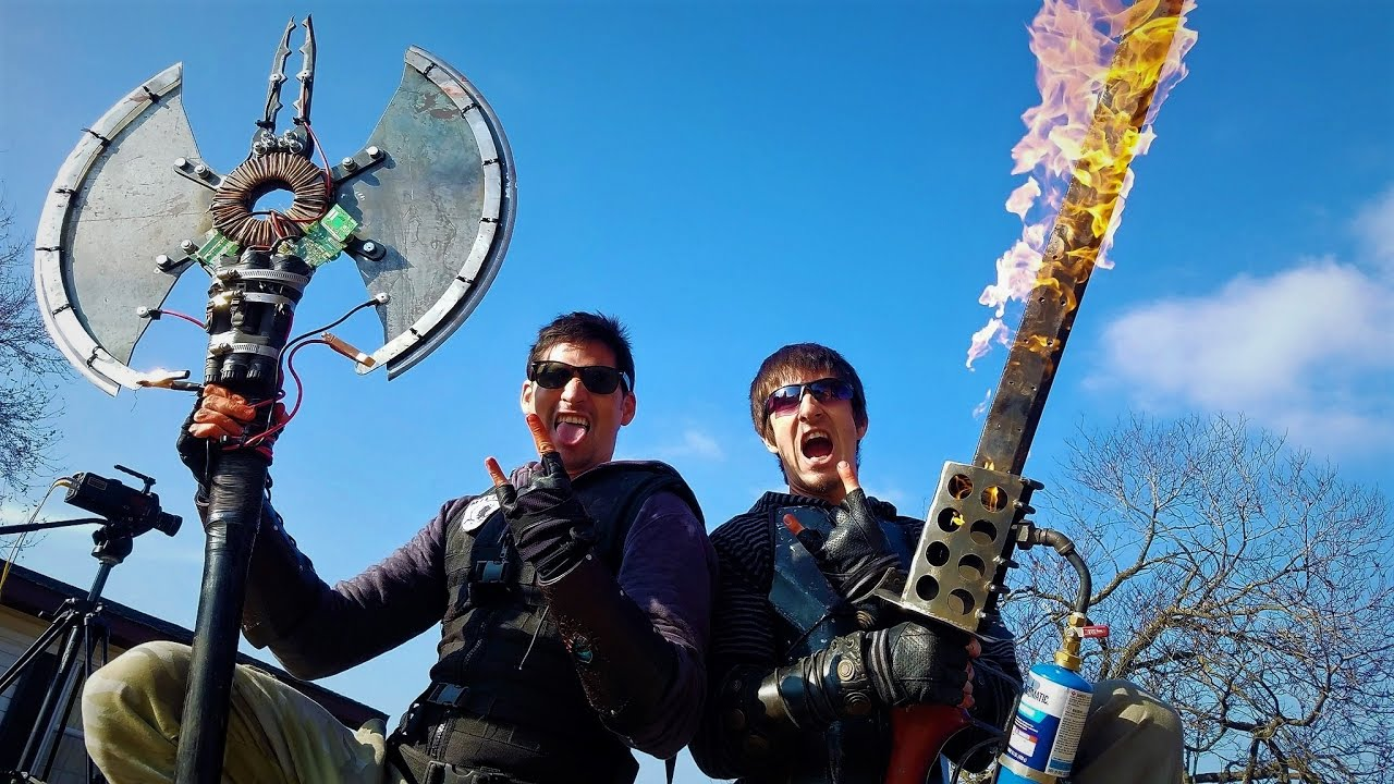 Chuck and Charles show off some incredible custom Dead Rising weapons fabricated by Matthew Dawes.
