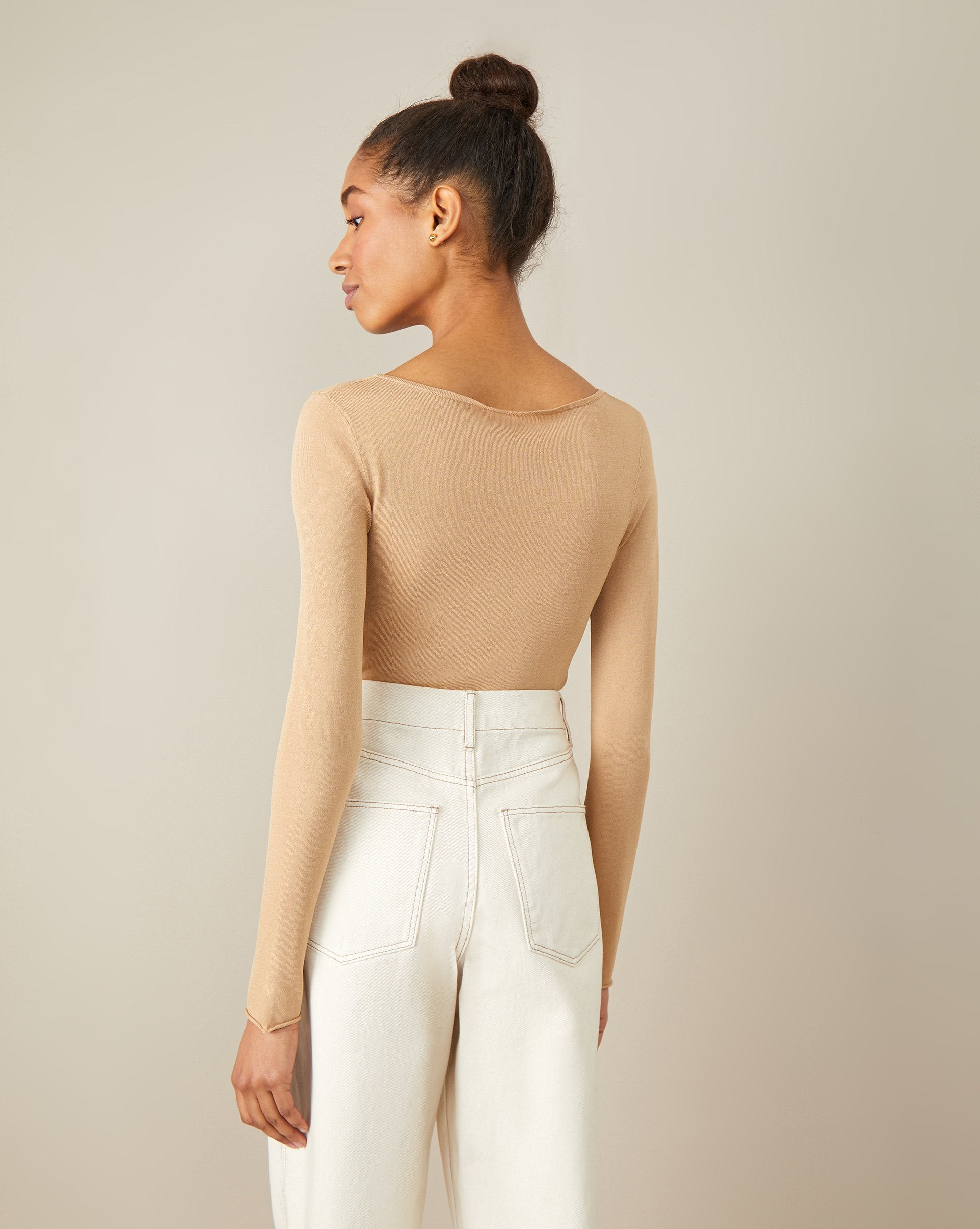 Cropped jumper with a low cut - 12 STOREEZ