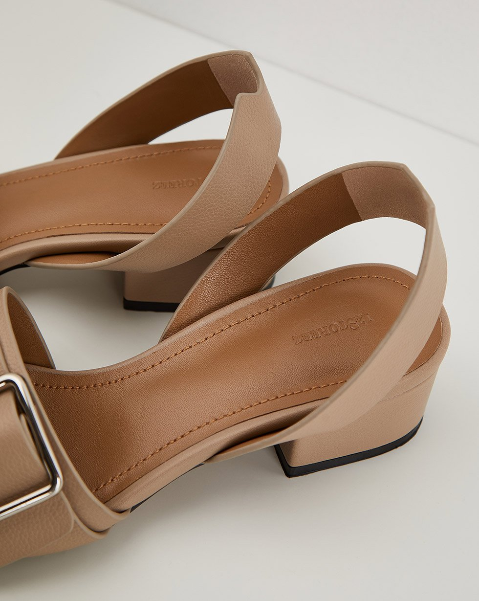 Sandals with a buckle - 12 STOREEZ