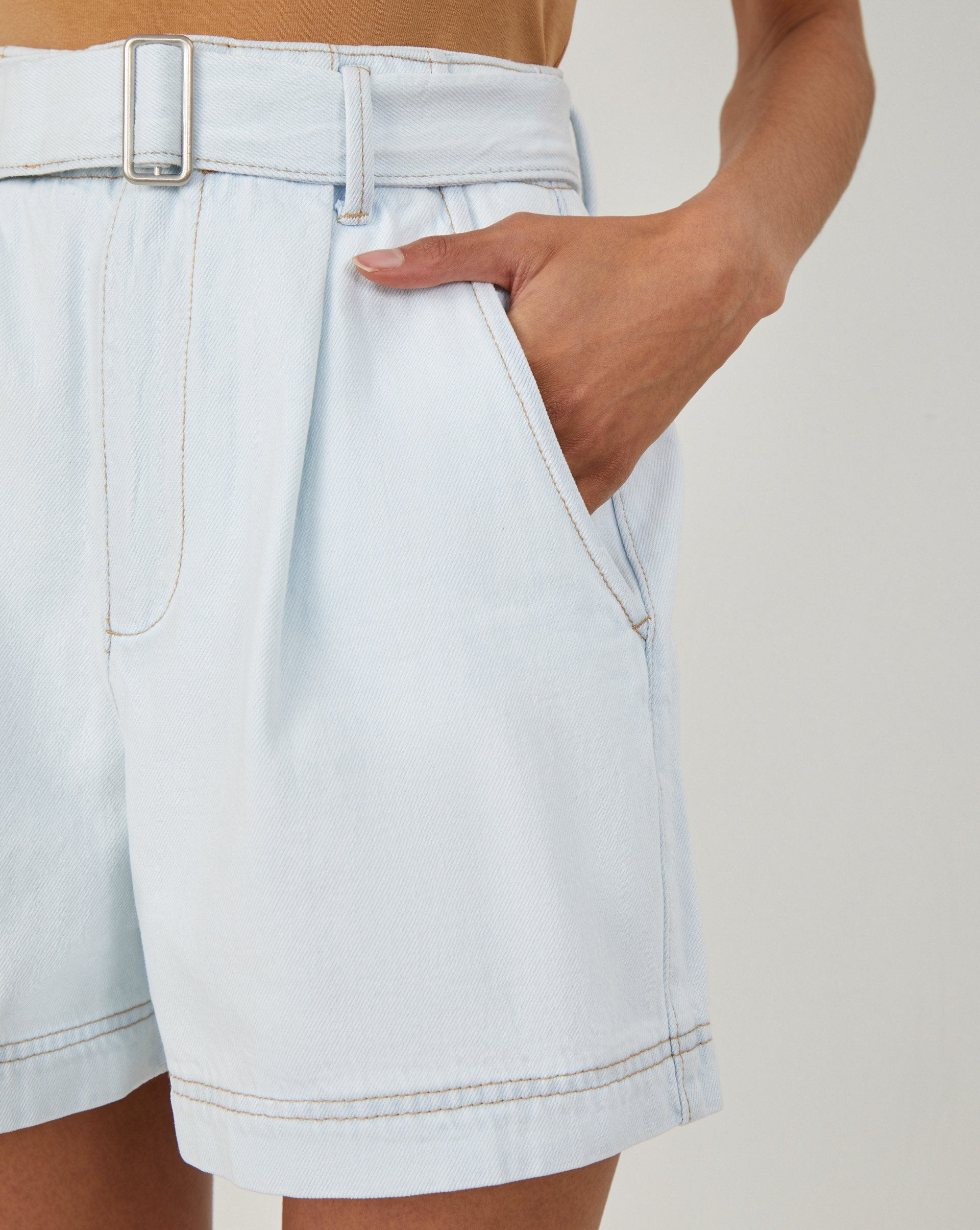Buckle belt denim shorts - 12 STOREEZ