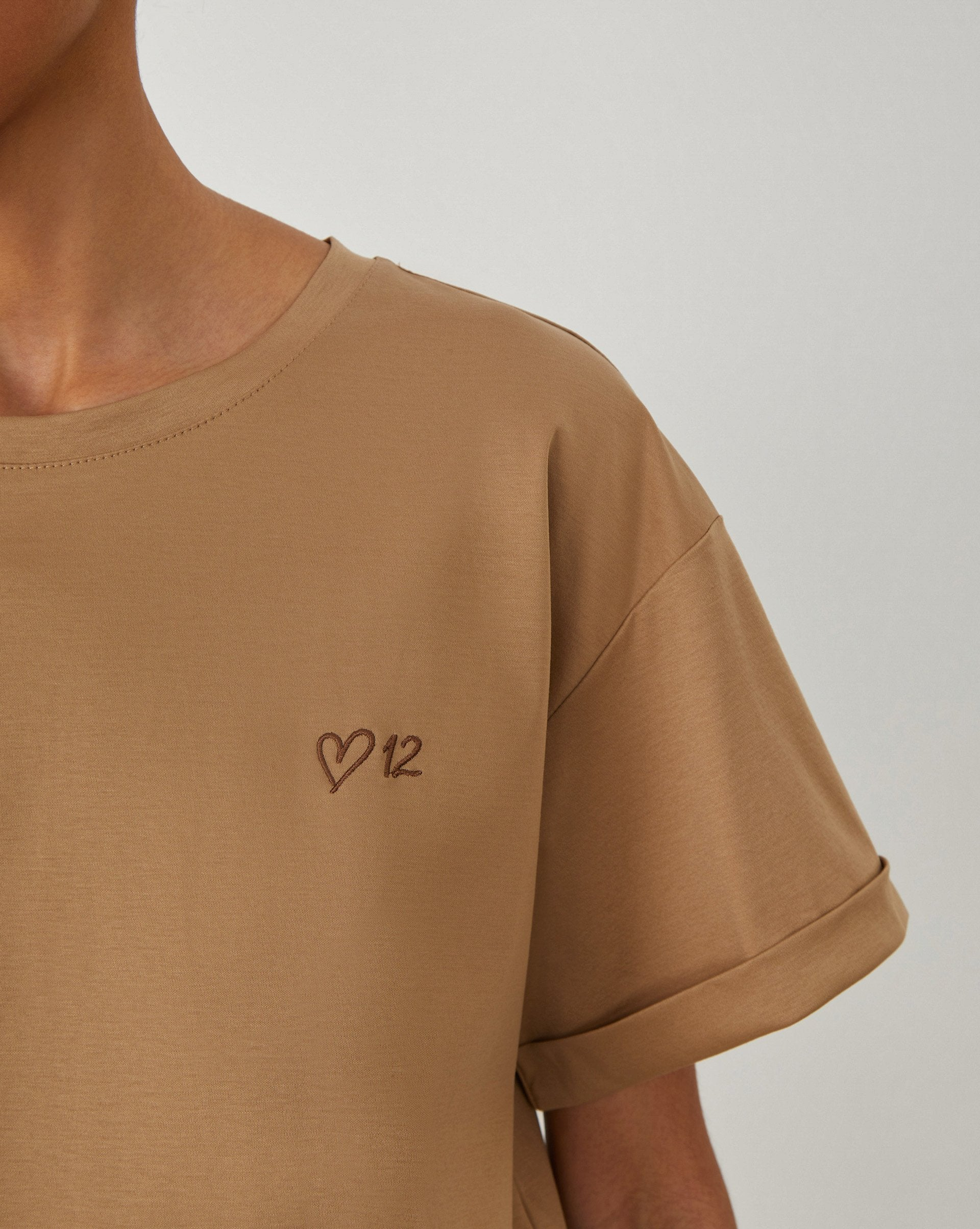 Embroidered T-shirt - 12 STOREEZ