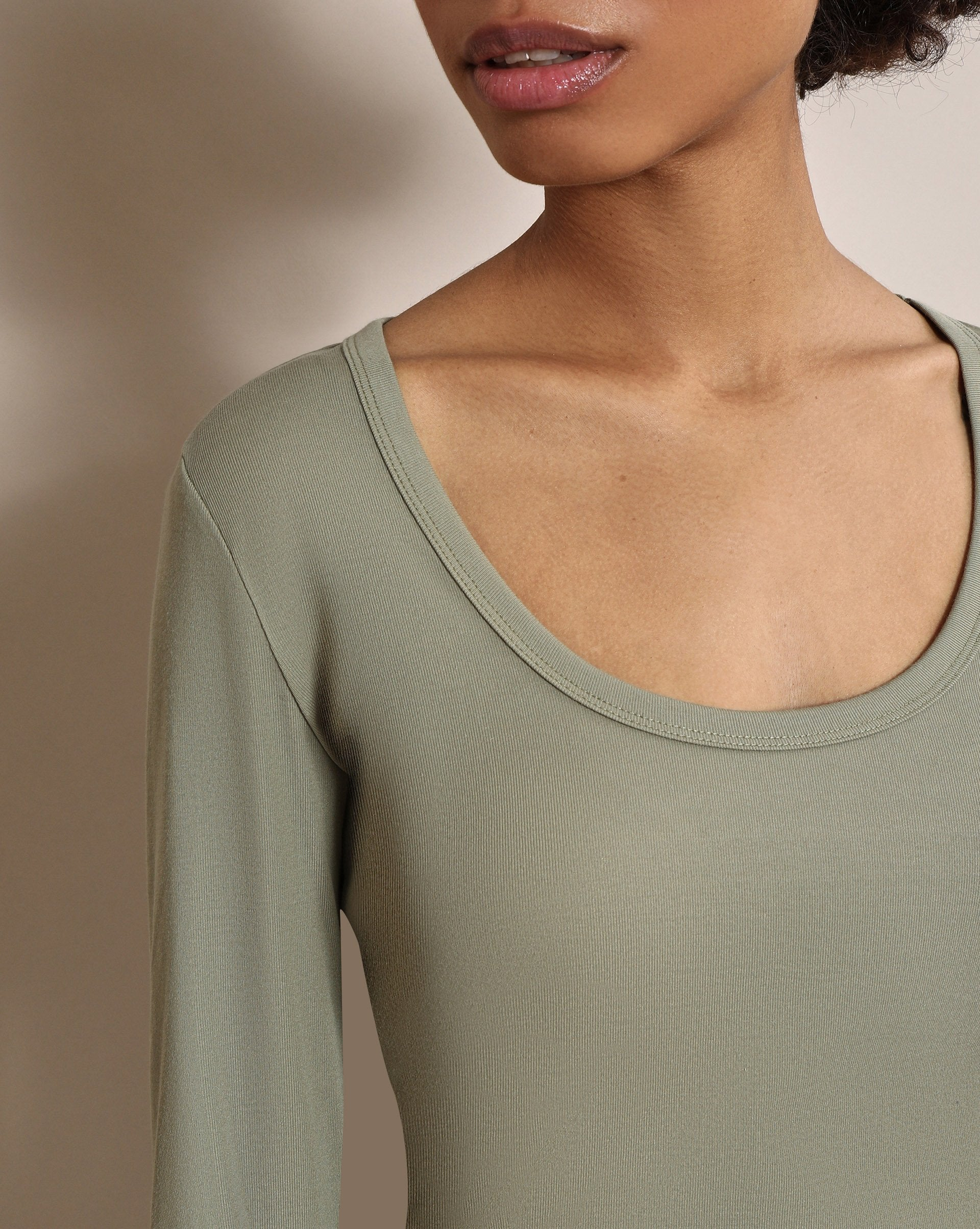 Scoop neck long sleeve T-shirt - 12 STOREEZ