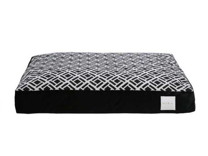 "KORT ZINGLE B BLK PILLOW BED 44""X36"""