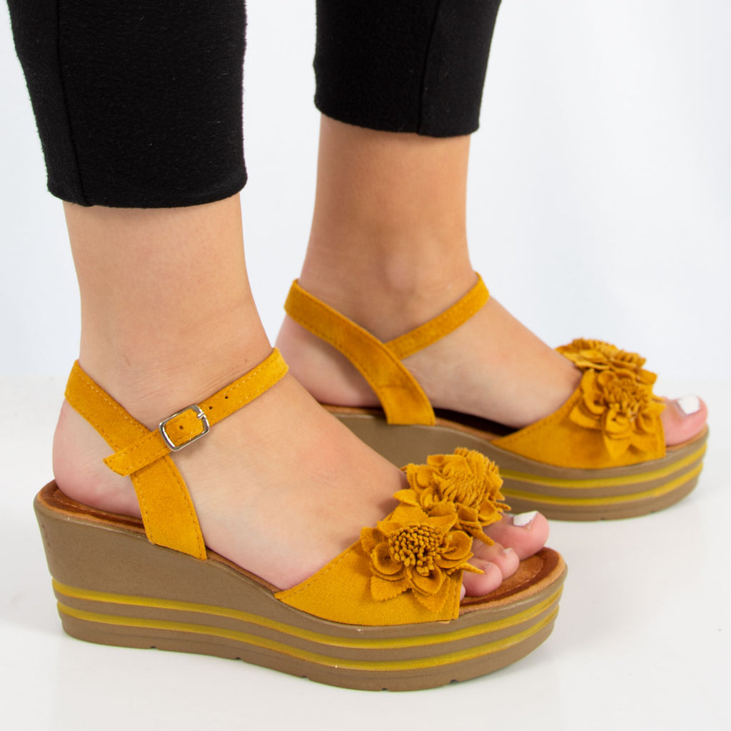 Mei Wedge | Yellow