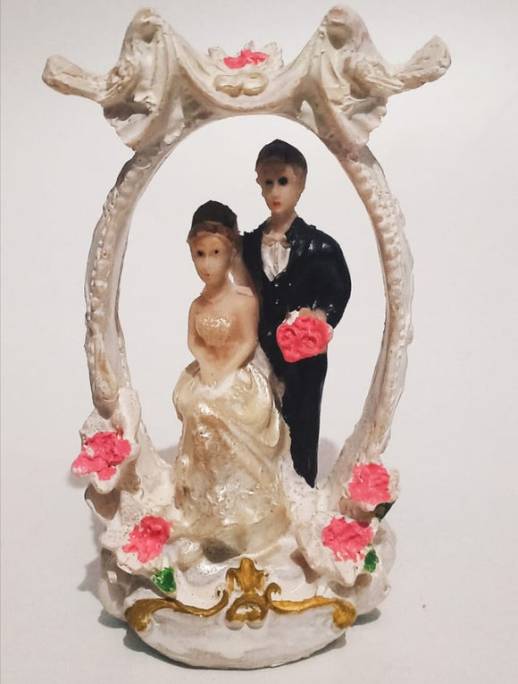 Couple Statue Figurine Showpiece (Polyresin)