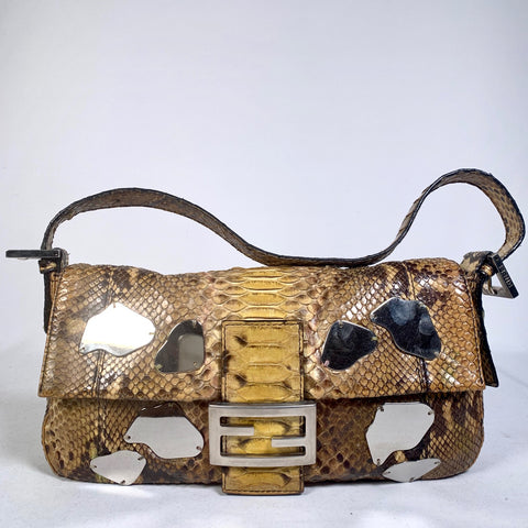 Fendi, borsa Baguette in pitone. Limited edition