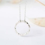 Textured Circle Pendant Necklace - Rêve Ultime