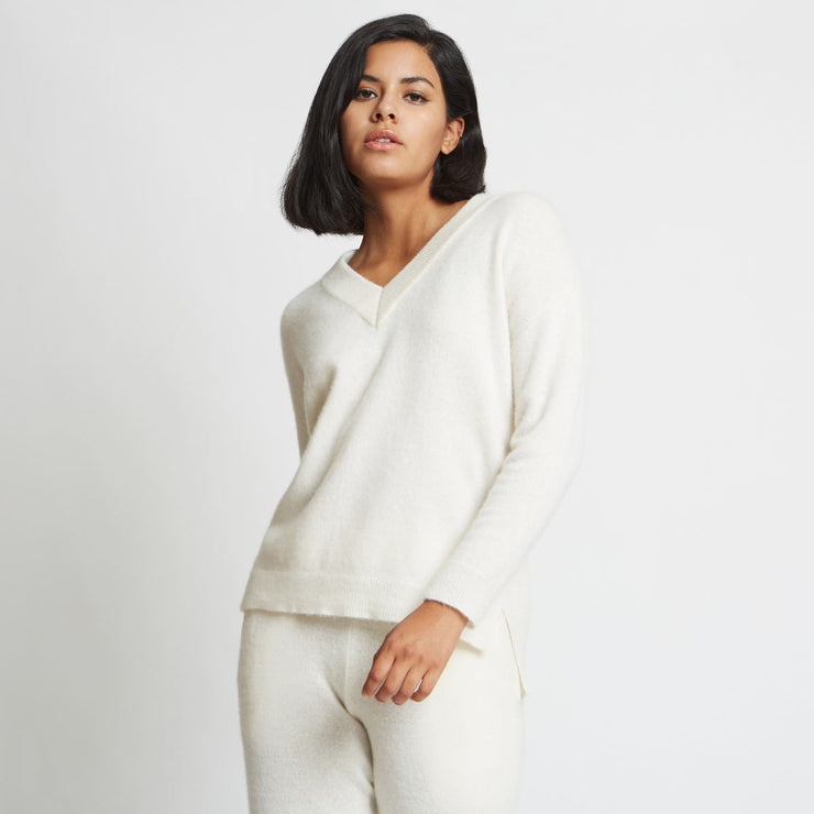 Crista 3D Knitted V-Neck Cashmere Sweater - Sugar