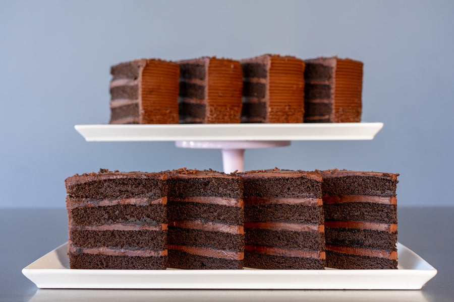 CHOCOLATE FUDGE CAKE PRE-SLICED - 8 SLICES - SHIPPING INCLUDED*