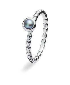 Sterling silver ring with grey freshwater pearl.