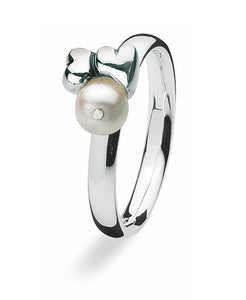 LOVELY - Sterling silver ring with freshwater pearl setting.