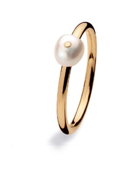 9 carat gold ring with freshwater pearl