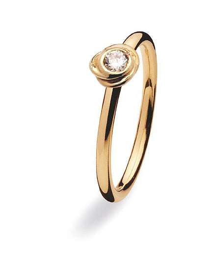 9 carat gold ring with cubic zirconia setting