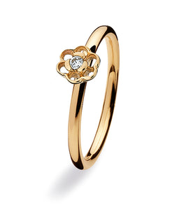 9 carat gold ring with cubic zirconia