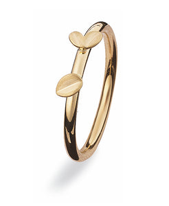 9 carat gold ring with leaf motifs.