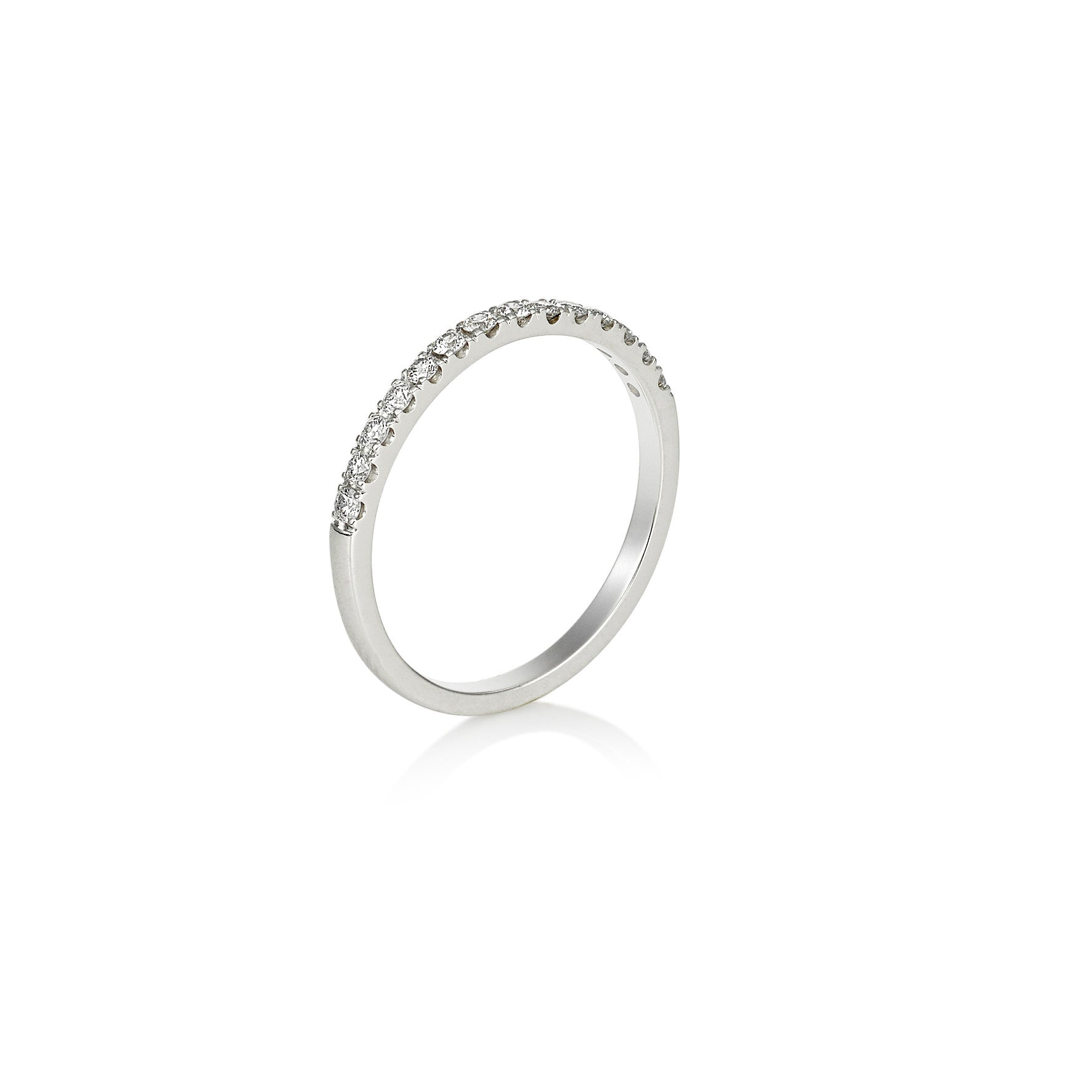 Scalloped four claw diamond wedding band