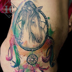 Horse Dreamcatcher Feather Tattoo In Watercolor On The Hip Tatuaje De Un Caballo, Un Trapasuenos, Y Unas Plumas En Acuarelas En El Cuerpo Lateral Y Cadera