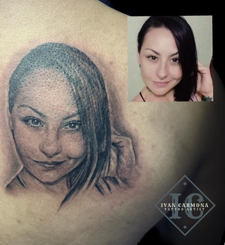 Portraiture Shoulder Tattoo In Black And Gray Retrato De Chica, Tatuaje Hombro Negro Y Gris