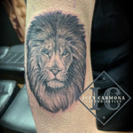 Realism Lion Tattoo On The Arm With Black And Gray Ink And Accent Blue Eyes Tatuaje De León Realismo En El Brazo Con Tinta Negra Y  Gris Y Ojos Azules Acentuados