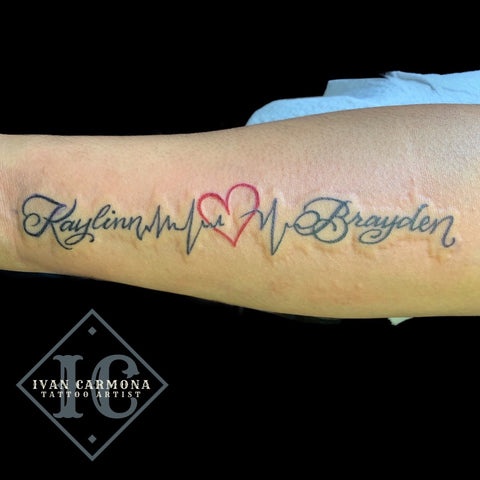 Calligraphy Name Forearm Tattoo In Black And Gray With A Red Heart Tatuaje Caligrafía Antebrazo En Negro Y Gris Con Un Corazón Rojo