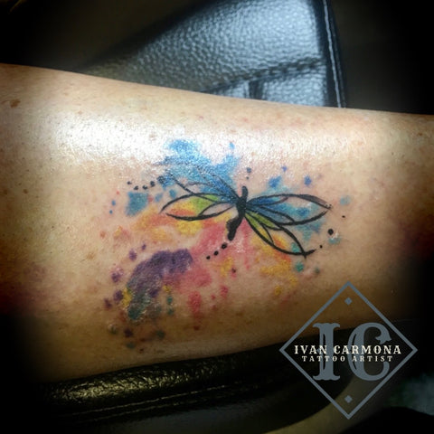 Dragon Fly Tattoo On The The Leg With Watercolors Blue Green Yellow Pink And Purple Tatuaje De Libélula En La Pierna Con Acuarelas Azul Verde Amarillo Rosa Y Morado<br>