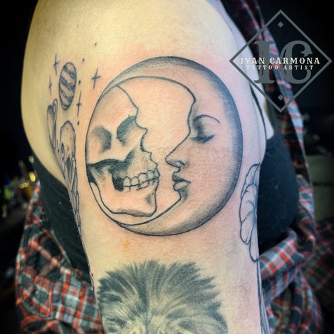 Skull And Moon Tattoo With A Face In Black And Grey On The Shoulder Tatuaje De Craneo Y Luna Con Una Cara En Negro Y Gris En El Hombro<br>