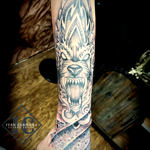 Tribal Wolf Mandala Tattoo In Dot Work Style With Black And Gray Ink On The Hand And Forearm Tatuaje Tribal De Mandala De Lobo En Estilo Dot Work Con Tinta Negra Y Gris En La Mano Y El Antebrazo<br>