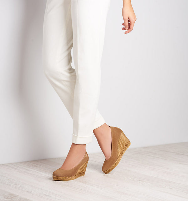 Marquesa Suede Wedge Pumps - Camel Brown - VISCATA meta-lifestyle