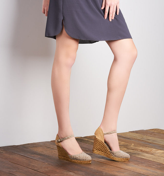 Buy Satuna Canvas Wedges - Bubble Mauve online